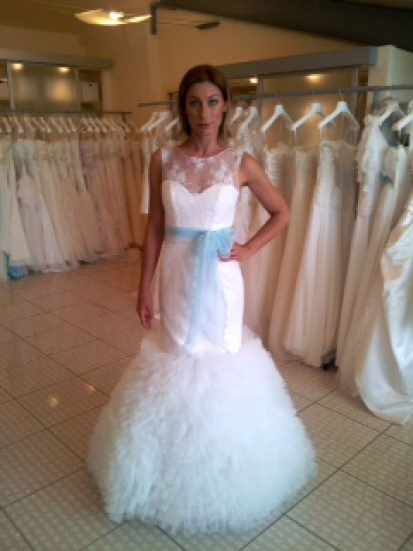 The new Galvan Sposa collection now in Tiffany blue